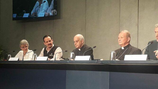 Fisichella, au centre, à côté de Mauricio López