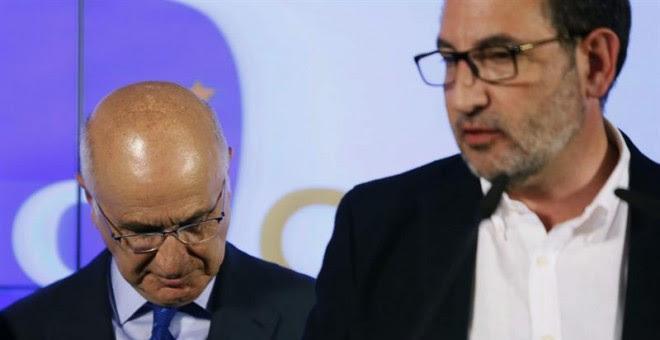 El candidato de UDC, Ramón Espadaler, junto al dirigente Josep Antoni Duran i Lleida, durante la rueda de prensa ofrecida para valorar los resultados de la formación tras las elecciones catalanas./ EFE