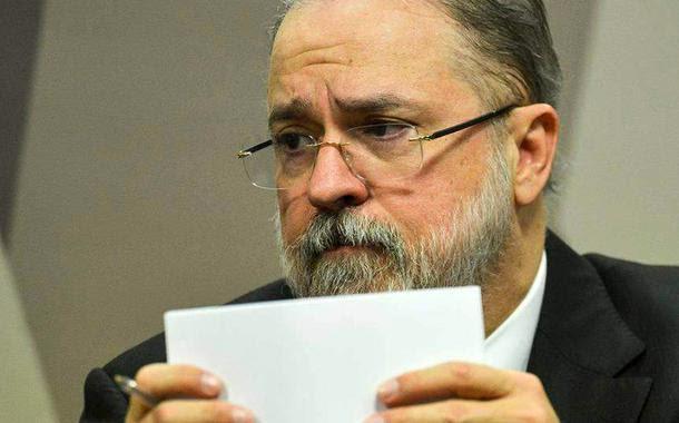 Clima na PGR é de revolta com a proteção de Augusto Aras aos crimes do bolsonarismo