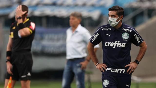 Futebol ignora auge da pandemia e segue sob protestos até de treinadores