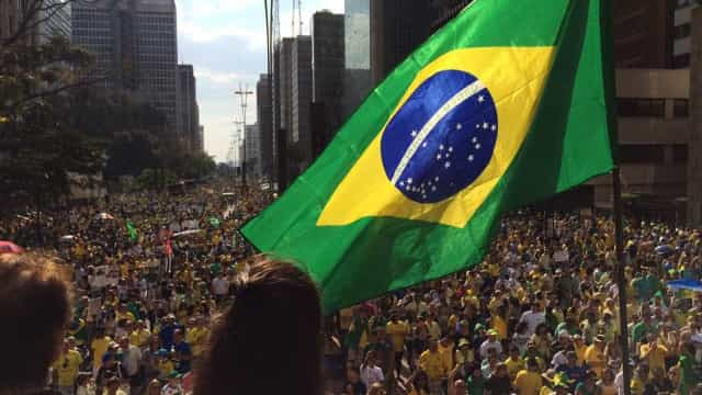 Bolsonaristas fazem carreatas 'antiquarentena'