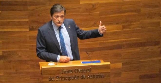 La Cámara asturiana se constituyó en esta décima legislatura el pasado 16 de junio y una semana después, el martes día 23, comenzó el Pleno de Elección con los discursos de los tres candidatos proclamados: el socialista Javier Fernández, la 'popular' Merc