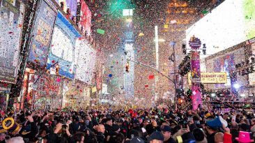 the-best-new-years-eve-2020-cele-366x205