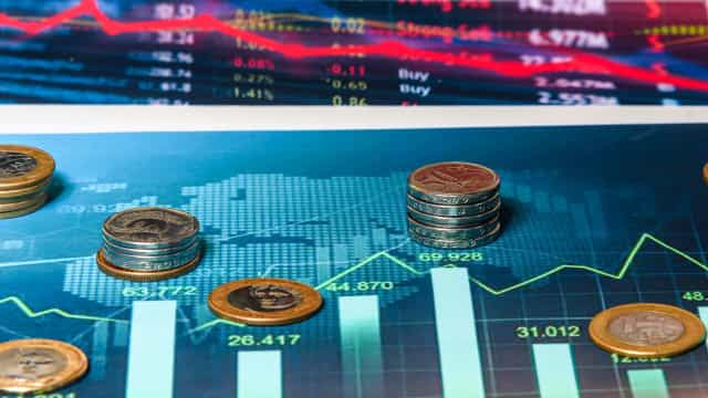 Bolsa recua 0,82%; dólar cai para R$ 5,3350