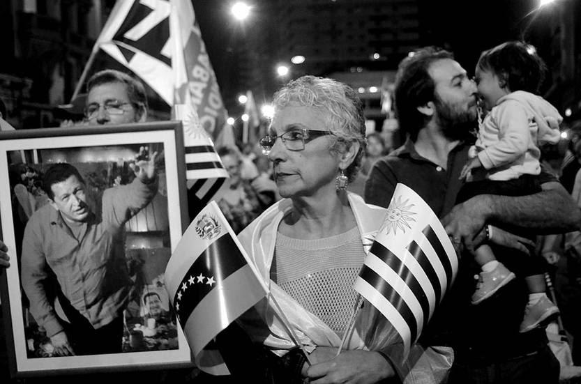 Marcha en solidaridad con Venezuela, ayer, en el Centro de Montevideo. Foto: Pablo Vignali