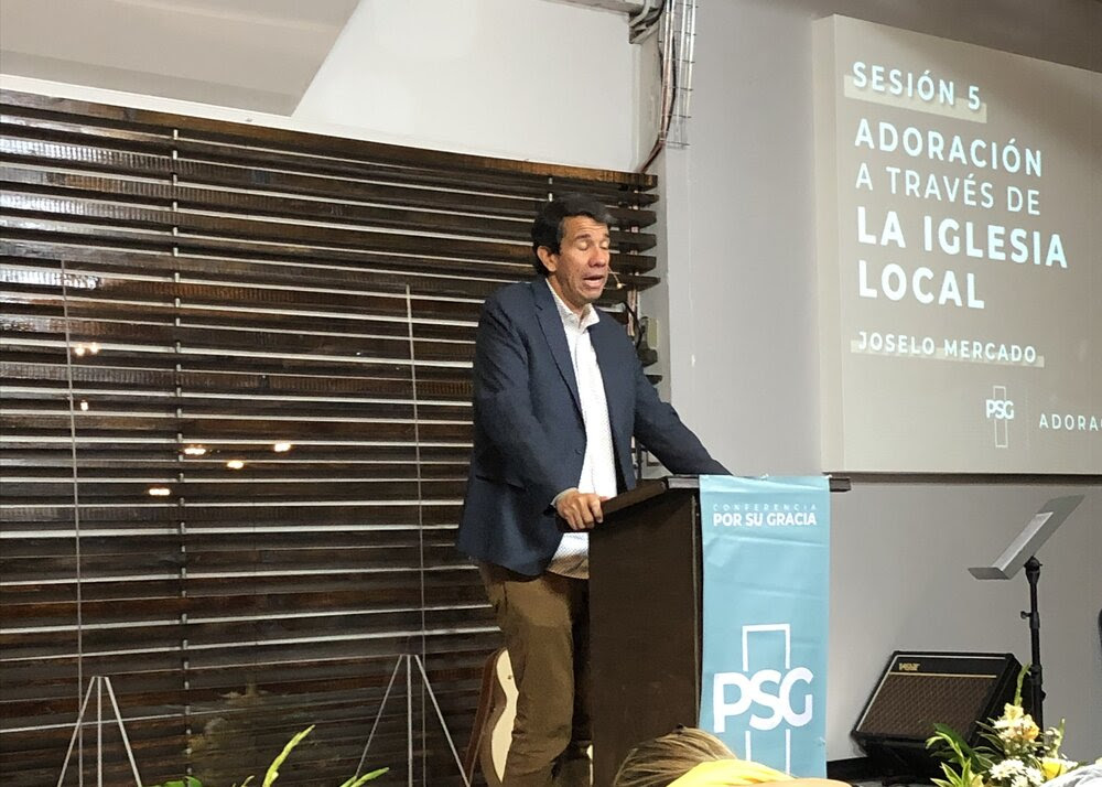 Joselo Preaching at Por Su Gracia Conference 2.jpeg