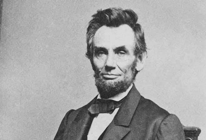 Mặc dù cho đến nay vẫn có người tranh cãi về những biện pháp này, nhưng không ai không đồng ý rằng đây là chức trách của Tổng thống Lincoln, và rằng ông ấy sử dụng quyền lực Tổng thống để cứu nền Cộng hòa. (Getty)