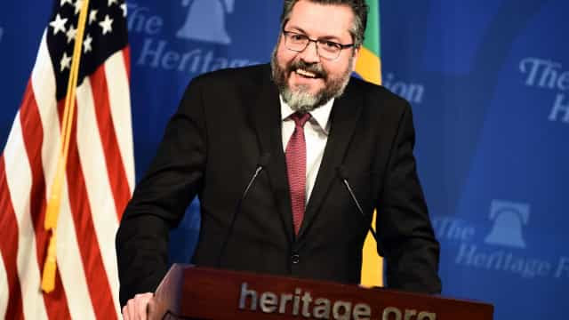 Ernesto Araújo defende ataques de Bolsonaro à imprensa e diz que é 'estilo' do presidente