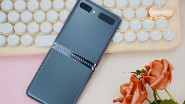 Rumor: Próximo smartphone dobrável da Samsung terá oito cores
