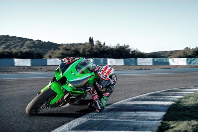 カワサキから、スーパーバイク世界選手権で6連覇を獲得した「Ninja ZX-10R/RR」が、さらなるアップデートを果たし新登場。