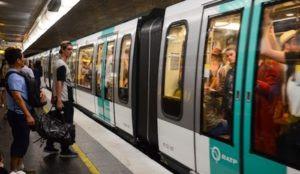 "France: Knife-wielding Muslim on Paris metro screams, ""I'm Muslim, I'll kill all the Catholics"""