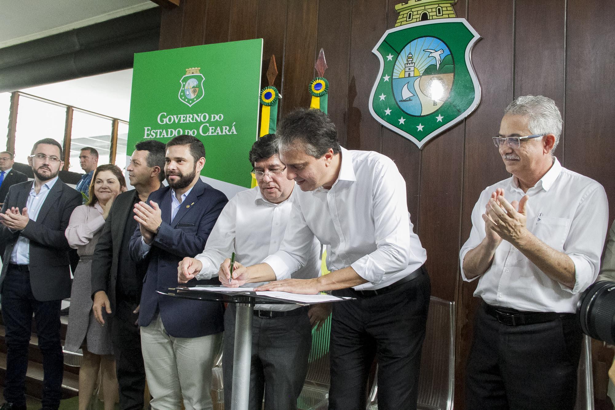 Governador sanciona leis da nova regionalização da saúde e estrutura da Sesa