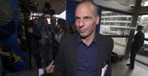 El ministro de Finanzas griego, Yanis Varoufakis, a su llegada a la sede de la Comisión Europea, este marts, para reunirse con el comisario de Asuntos Económicos, Pierre Moscovici. REUTERS/Yves Herman