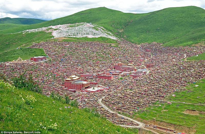 Khu tu viện có 40.000 Tăng Ni (1)