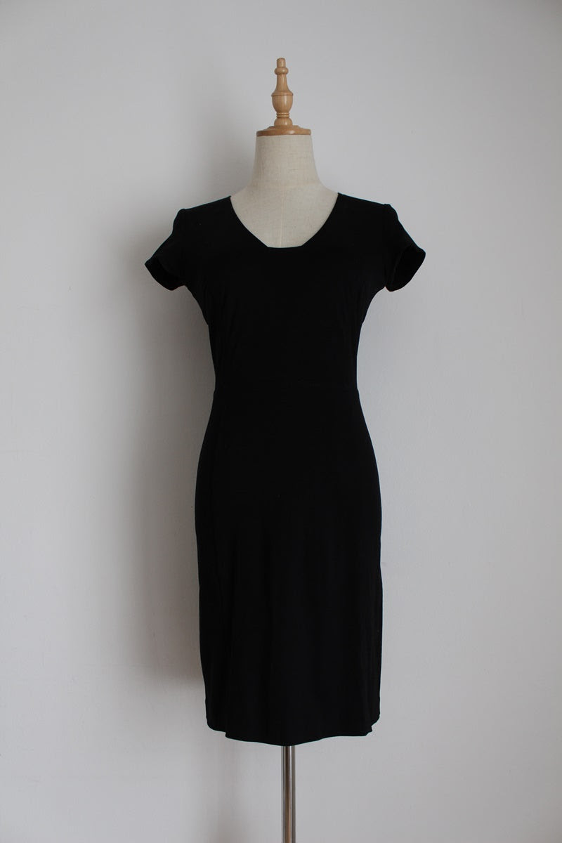 BANANA REPUBLIC BLACK FITTED DRESS - SIZE 6