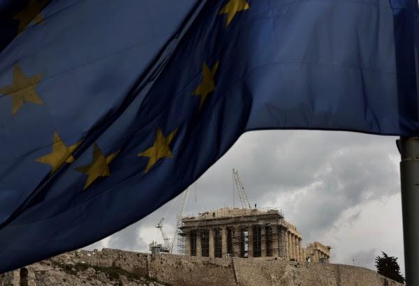 Bloomberg: Επώδυνη η κανονικότητα για τους Έλληνες