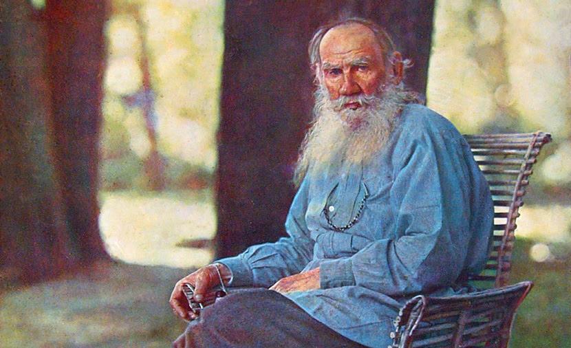 Leo Tolstoy at his estate, Yasnaya Polyana, in 1908. (Ảnh: wiki)