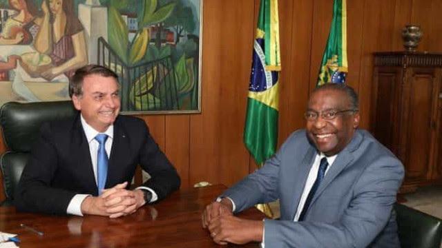 Bolsonaro anuncia ex-presidente do FNDE novo ministro da Educação