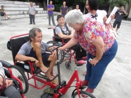Tricycle type wheelchair