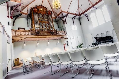 Zijaanzicht van de Edesche Concertzaal