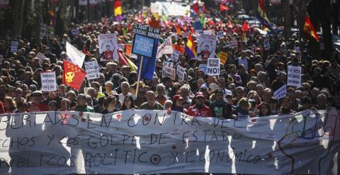 Imagen de la cabecera de la manifestación convocada por las mareas ciudadanas hoy en en centro de Madrid. /REUTERS