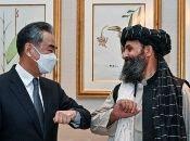 El ministro de Relaciones Exteriores afgano, Amir Khan Mutaqui y su par chino, Wang Yi, sostuvieron un encuentro para dialogar temas bilaterales.