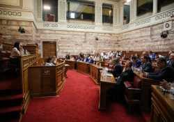 Αποσύρθηκε η τροπολογία βουλευτών ΣΥΡΙΖΑ για τα τσιγάρα στα ψιλικατζίδικα