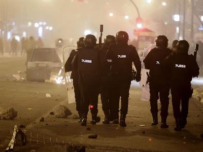 Nuevos incidentes en el barrio Gamonal, de Burgos, en la noche de este sábado/Efe