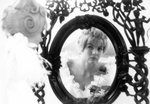cleofrom5to7_cleo-mirror