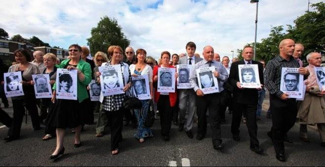 manifestación de familiares de las víctimas del 'Domingo Sangriento' en junio de 2010. - AFP