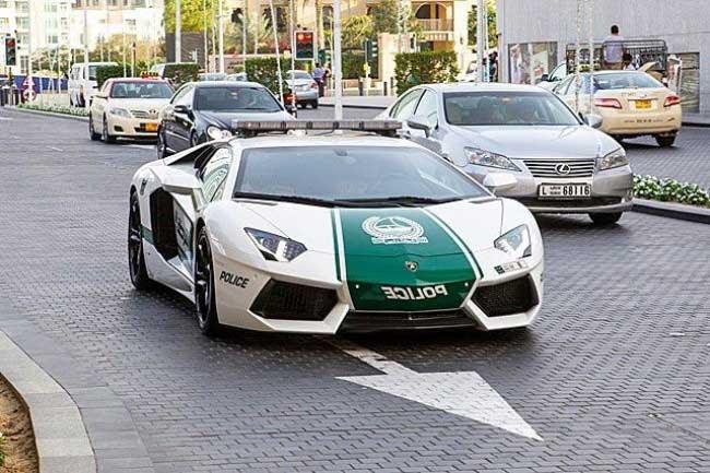 Cảnh sát tại Dubai luôn được dùng siêu xe?