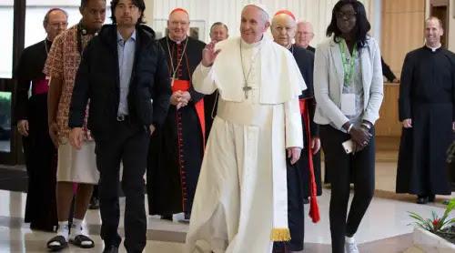 El Papa llama a los jóvenes a rejuvenecer el rostro de la Iglesia
