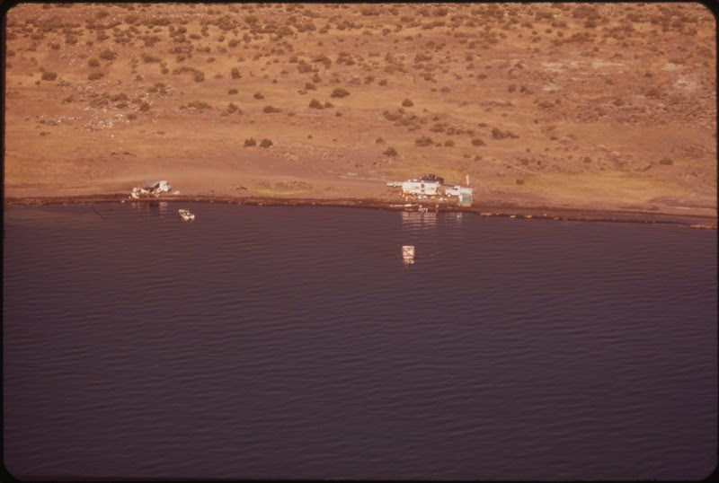 File:AERIAL VIEW OF CAMPERS ON A BEACH AT PYRAMID LAKE - NARA - 552915.tif