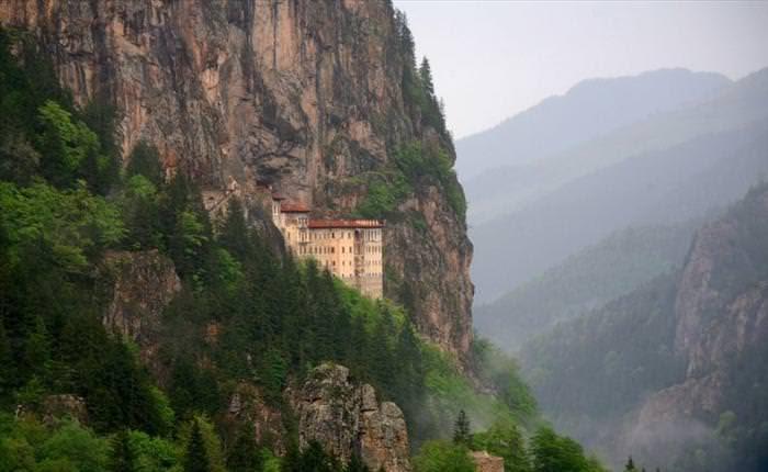 Mosteiros inacessíveis