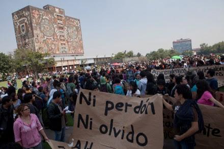Paro en la UNAM por normalistas desaparecidos en Guerrero. Foto: Miguel Dimayuga