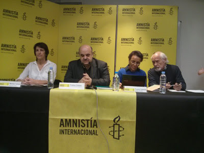 El presidente de Amnistía Internacional, la responsable de campañas y Fouzia Yassine
