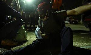 Fotografía tomada durante las protestas en Kenosha (Wisconsin) después de que Jacob Blake recibiese siete disparos de un policía. / REUTERS