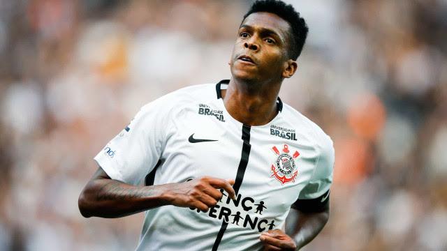 Jô se iguala a Sócrates em gols e dá vitória ao Corinthians contra Chape