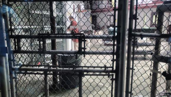 Un reo, a la hora del almuerzo, en el patio interior de un bloque con 22 celdas en el Campo 6, que acoge únicamente a presos muy cumplidores con las reglas del penal. Solo están obligados a estar en sus celdas dos horas al día. El resto del tiempo pueden pasarlo en zonas comunes interiores y exteriores.