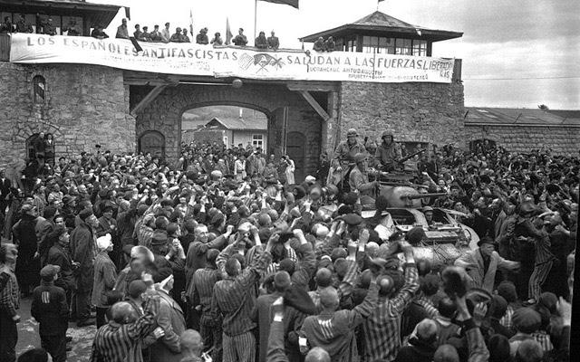 Los españoles presos de Mathausen dan la bienvenida a las fuerzas aliadas