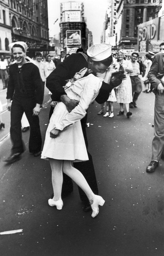 Un marinero besando a una enfermera, Times Square, 14 de agosto, 1945: