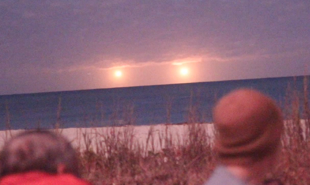 UFO News ~ 7/30/2015 ~ UFO at the Pyramid of Giza and MORE Vero-Beach-UFO-lights