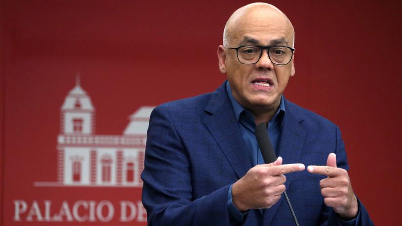 Venezuela afirma que Guaidó, Leopoldo López y un grupo de opositores planificaron el bloqueo de las tarjetas de débito