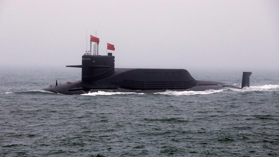 Publican la imagen de un submarino chino entrando en una base oculta en una cueva
