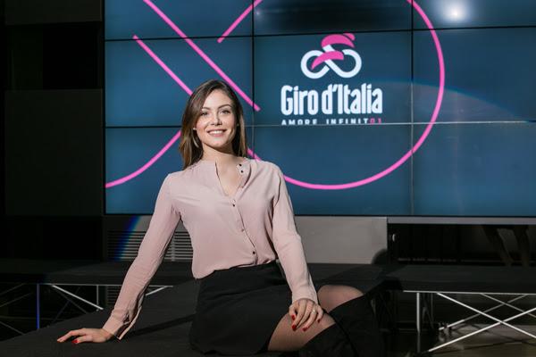 c2fe4a55 de8b 42bb aafe 2160202c5a29 GIRO D ITALIA 2018: PRESENTATE LE NUOVE MAGLIE E LA MADRINA