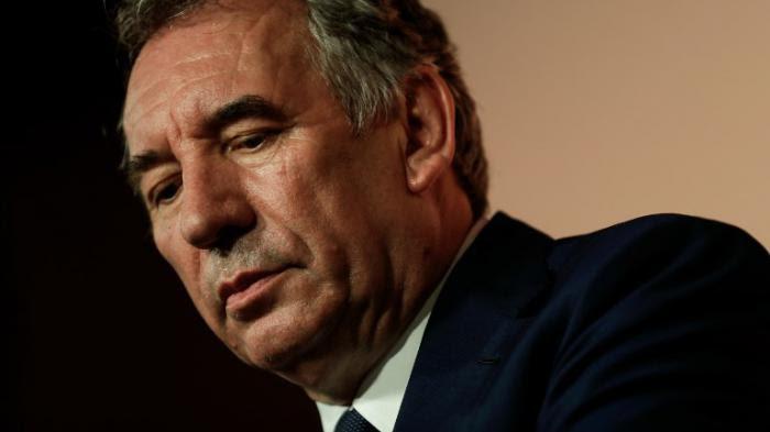 """Emplois fictifs présumés au MoDem : """"François Bayrou ment"""", accuse un ancien assistant parlementaire"""
