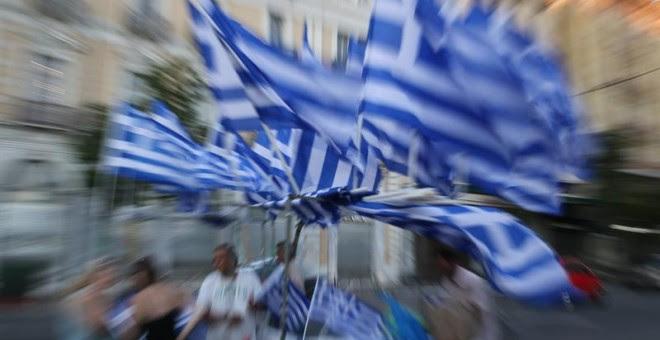 Partidarios de Syriza y votantes del 'No' celebran los primeros datos del referéndum que dan como ganador al No./ EFE