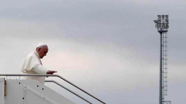 """Papa Francisco pede ajuda para quem tem """"fome de comida e dignidade"""""""