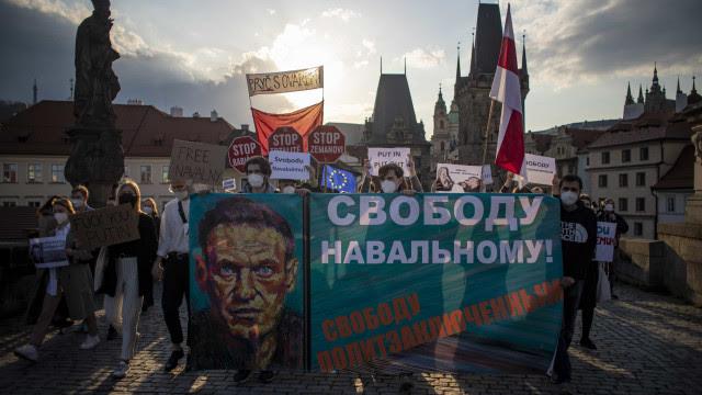 """Médicos pedem a Navalny para acabar """"imediatamente"""" com greve de fome"""