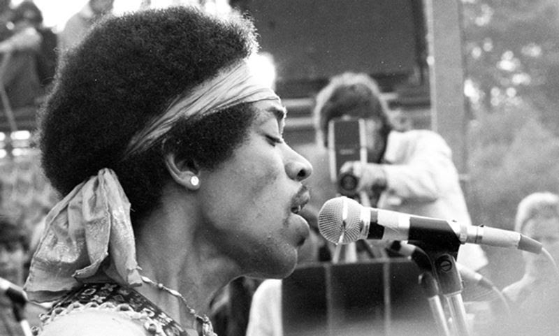 46 Years Ago Today, 500,000 People Descended On A Farm For The Greatest Music Festival Of All Time Woodstock-photos-jimi-hendrix